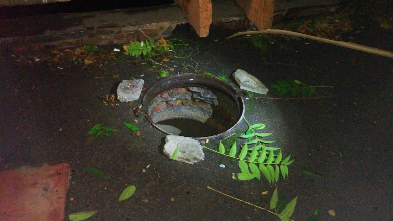 В Каменском девушка упала в открытый люк, фото-4