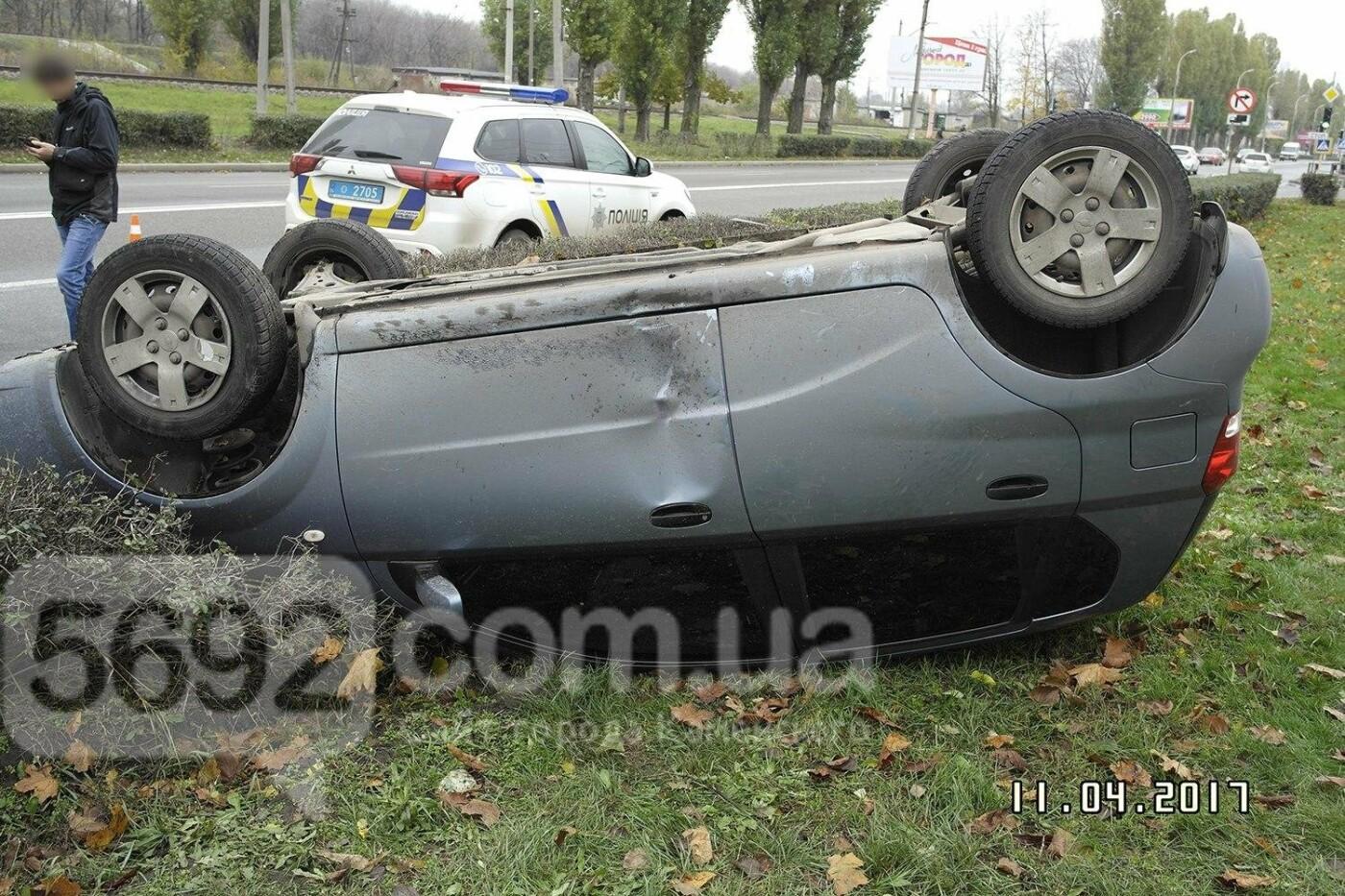 ДТП в Каменском: на Юбилейном перевернулся Chevrolet, фото-3