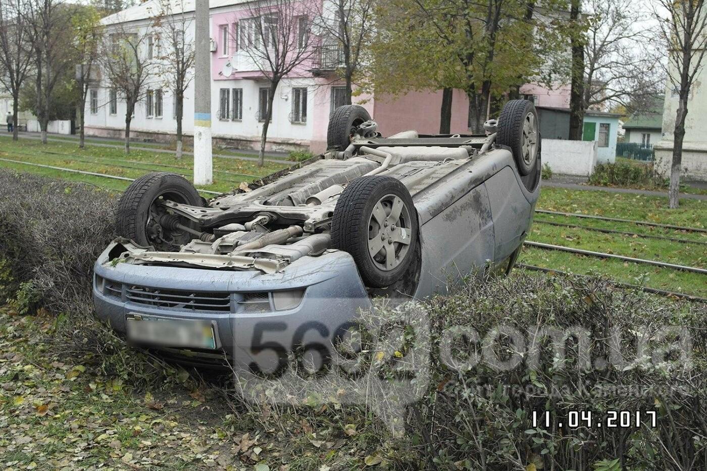 ДТП в Каменском: на Юбилейном перевернулся Chevrolet, фото-2
