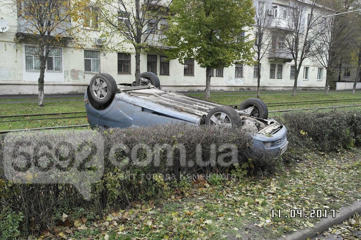 ДТП в Каменском: на Юбилейном перевернулся Chevrolet, фото-1