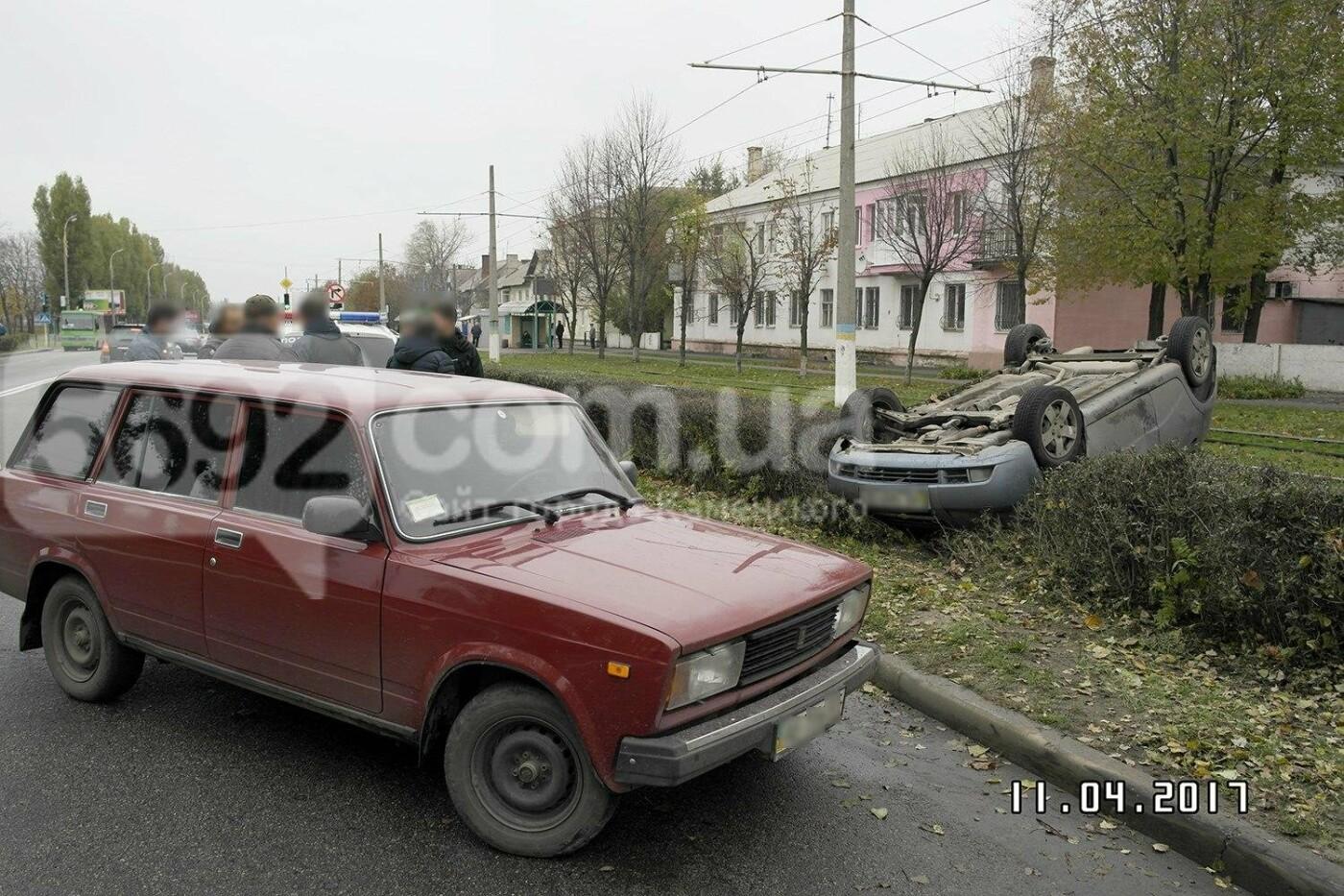 ДТП в Каменском: на Юбилейном перевернулся Chevrolet, фото-6