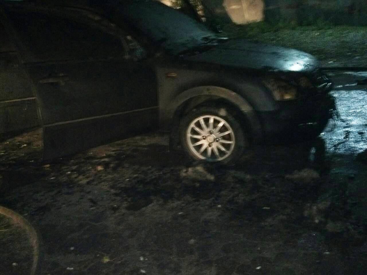 В Каменском горел автомобиль, фото-2