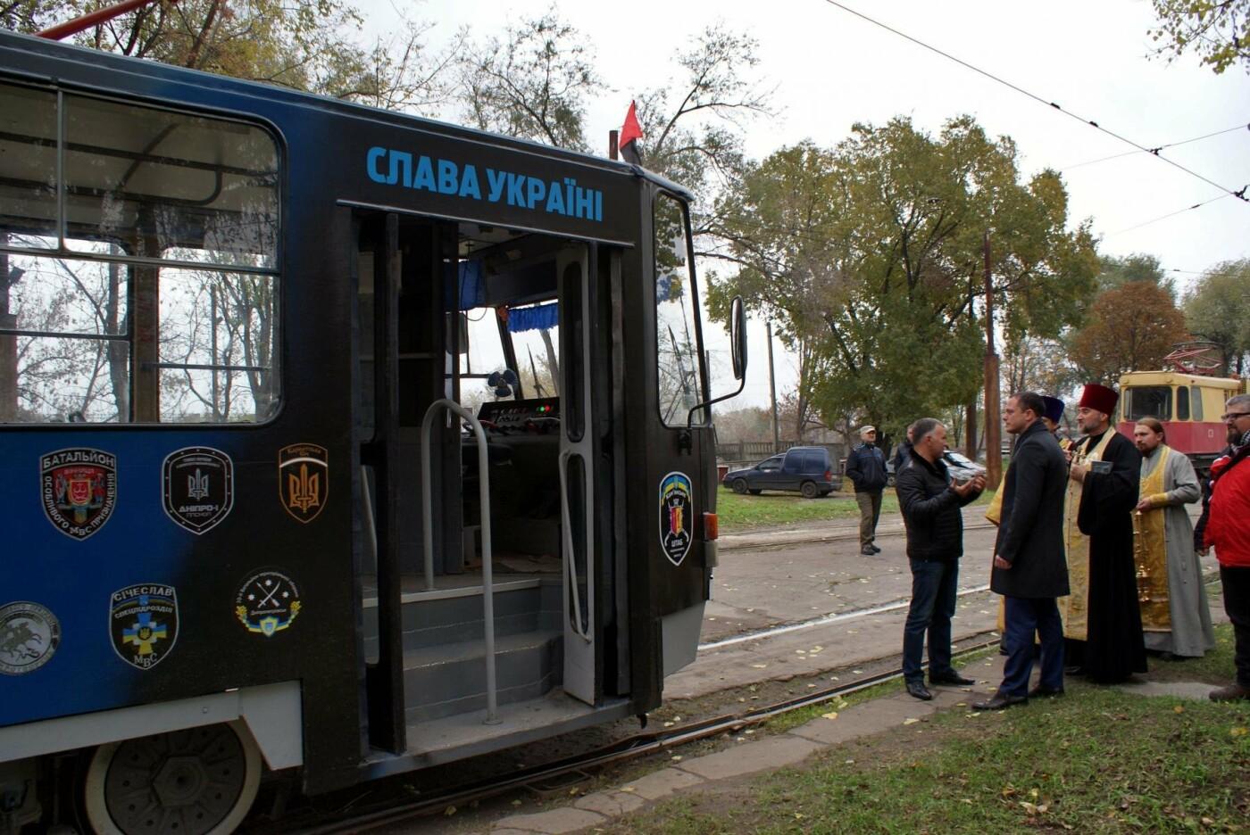 В Каменском появился патриотический трамвай, фото-3