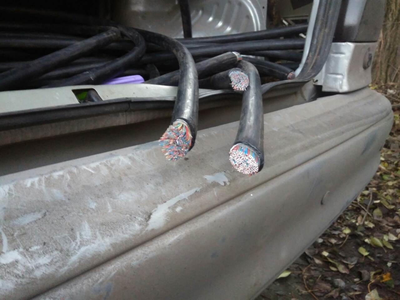 В Каменском воровали кабель с помощью автомобиля , фото-2