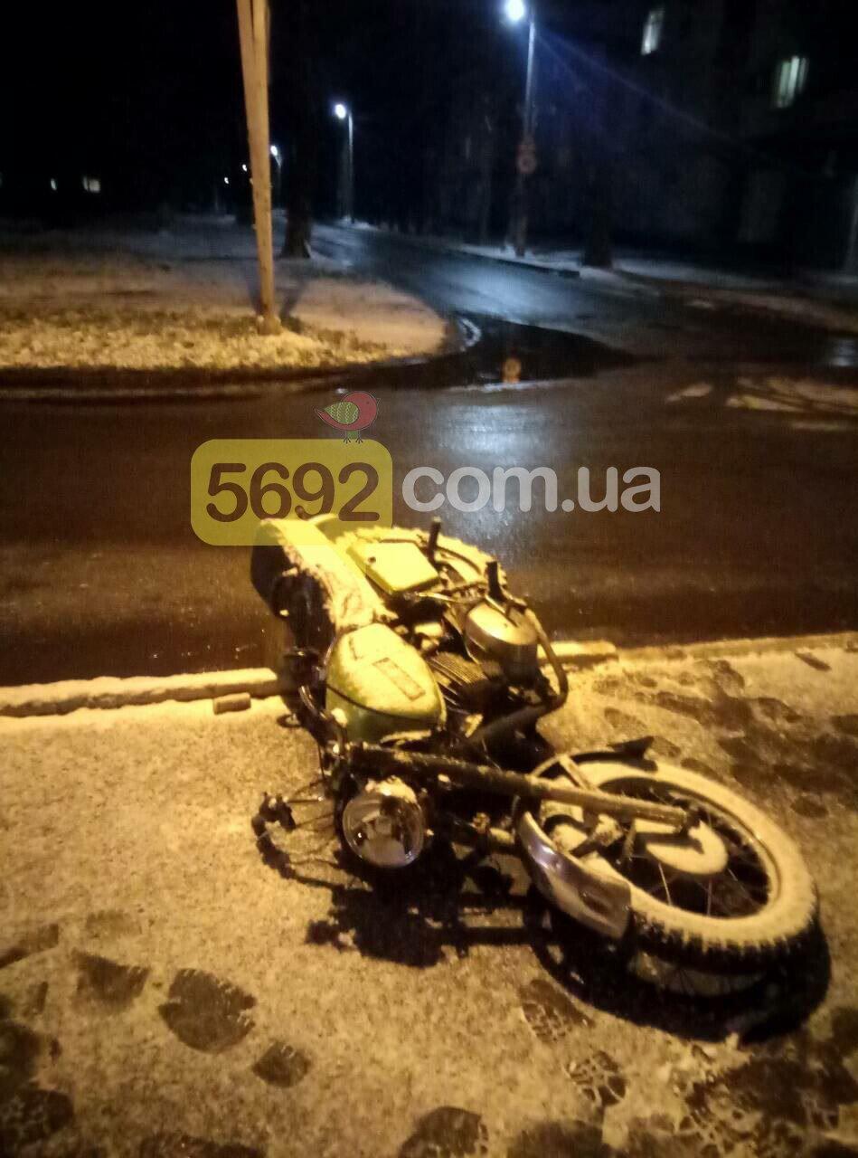 "В Каменском возле ""Химика"" сбили мотоциклиста, фото-3"