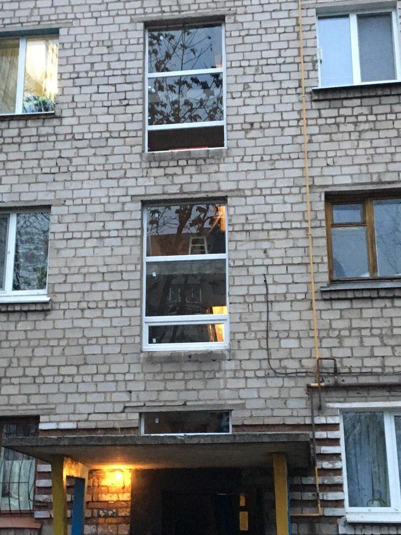 В Каменском впервые за бюджетные деньги заменили окна в подъезде, фото-2
