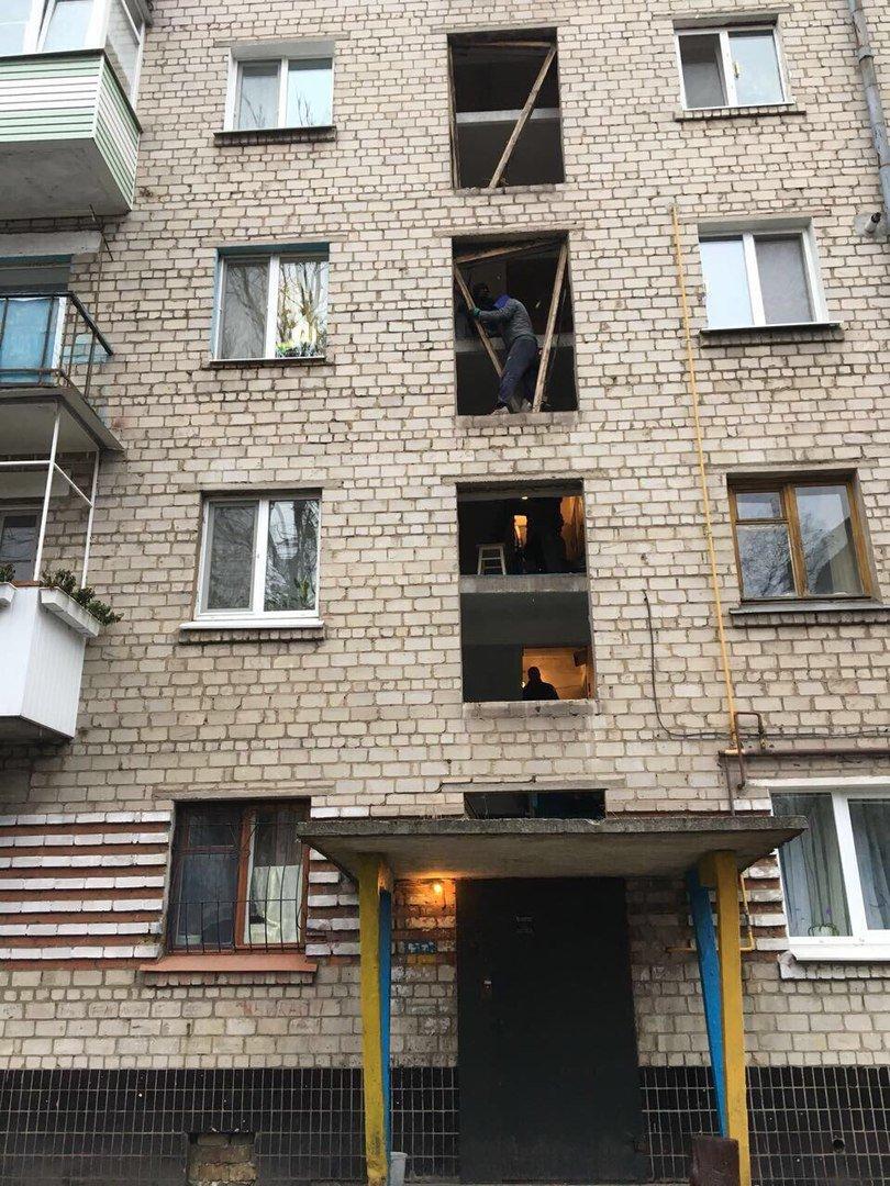 В Каменском впервые за бюджетные деньги заменили окна в подъезде, фото-1