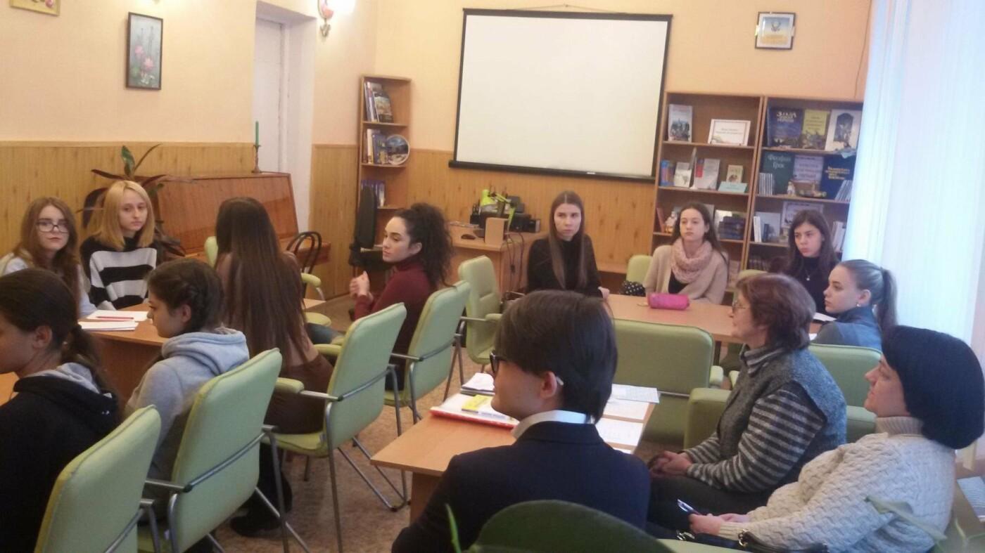 Молодежь Каменского провела конкурс англоязычного эссе, фото-2