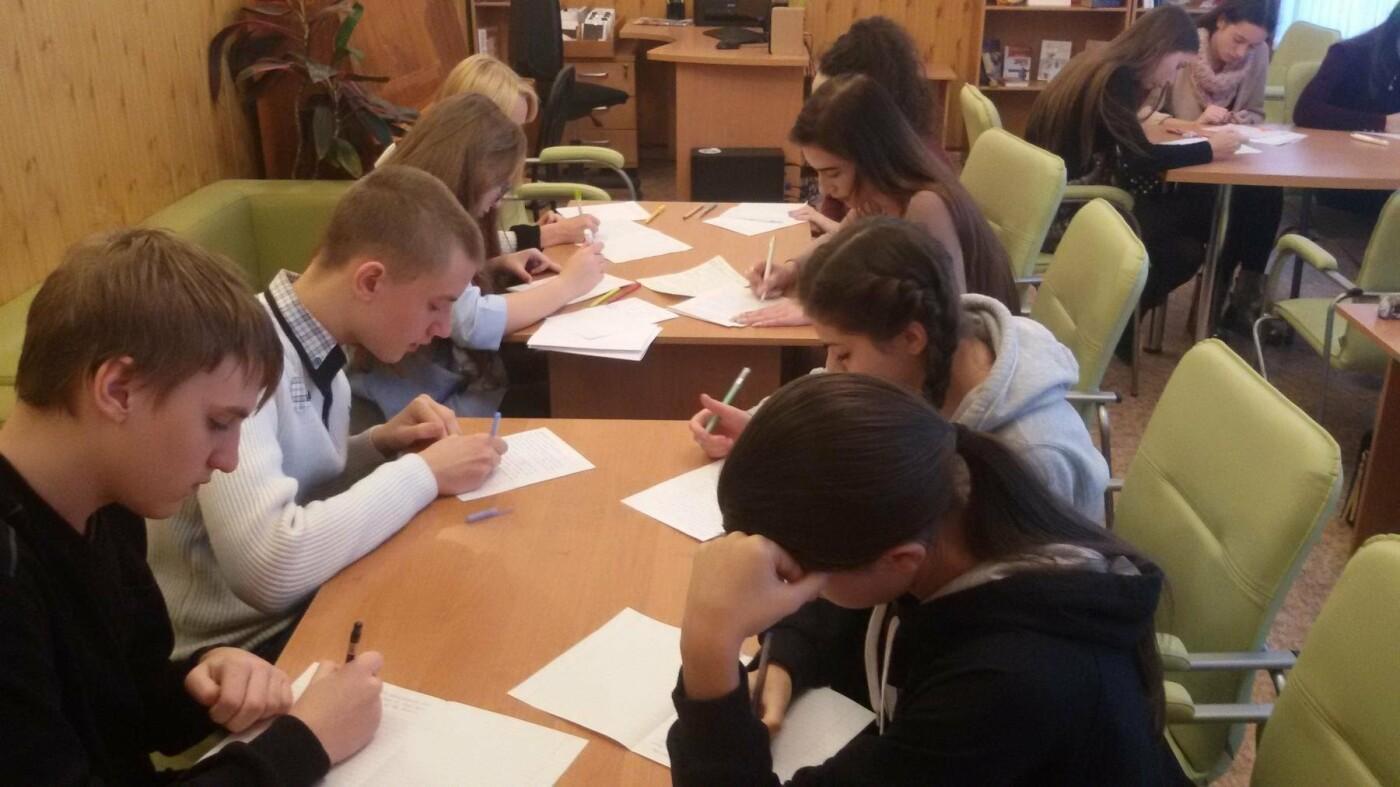 Молодежь Каменского провела конкурс англоязычного эссе, фото-3
