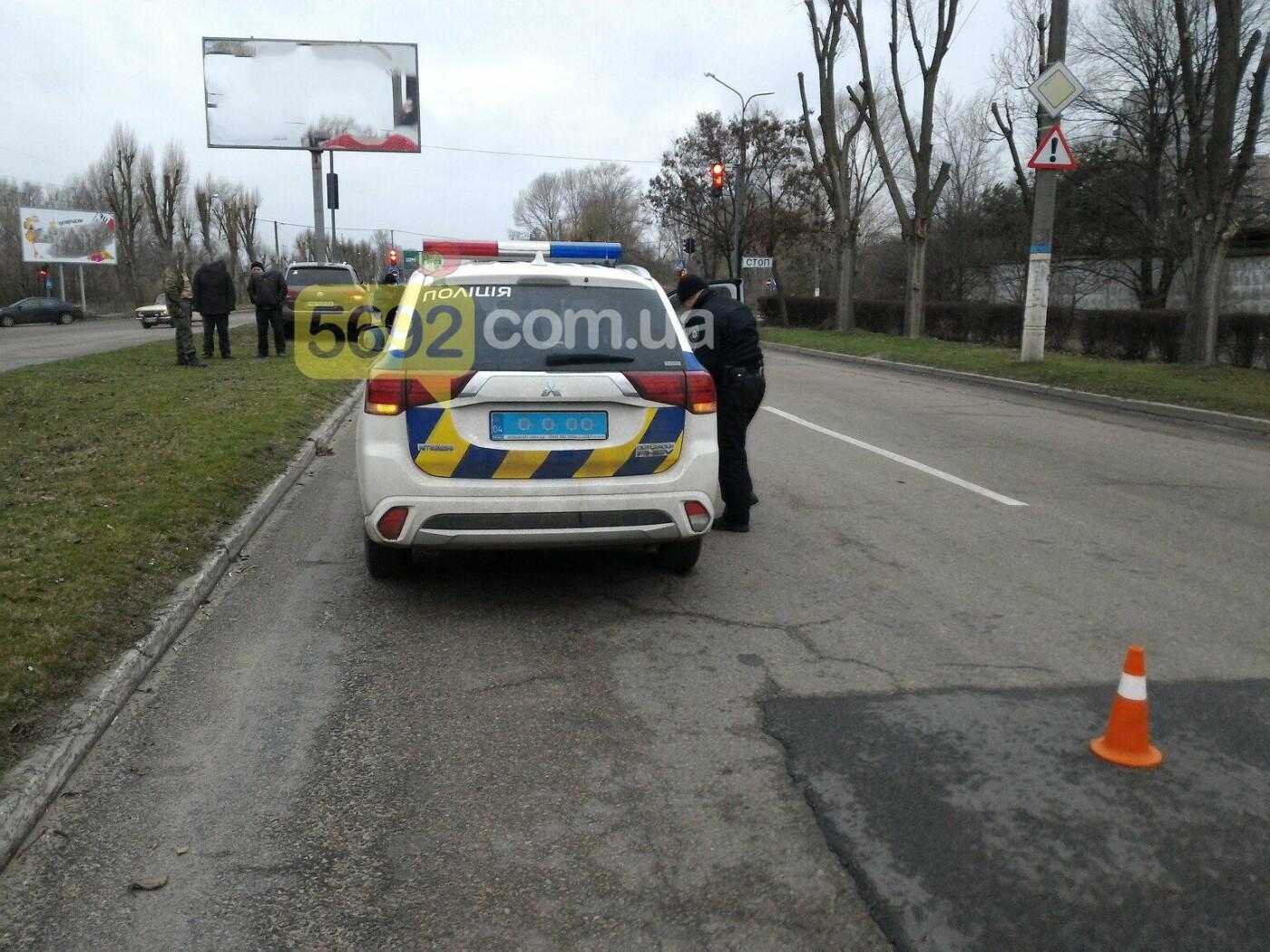 И светофор не помог: на Куриловском перекрестке в Каменском произошло ДТП, фото-4