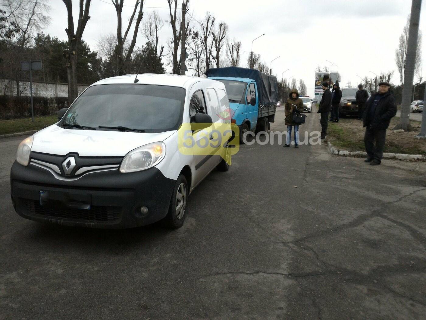 И светофор не помог: на Куриловском перекрестке в Каменском произошло ДТП, фото-2