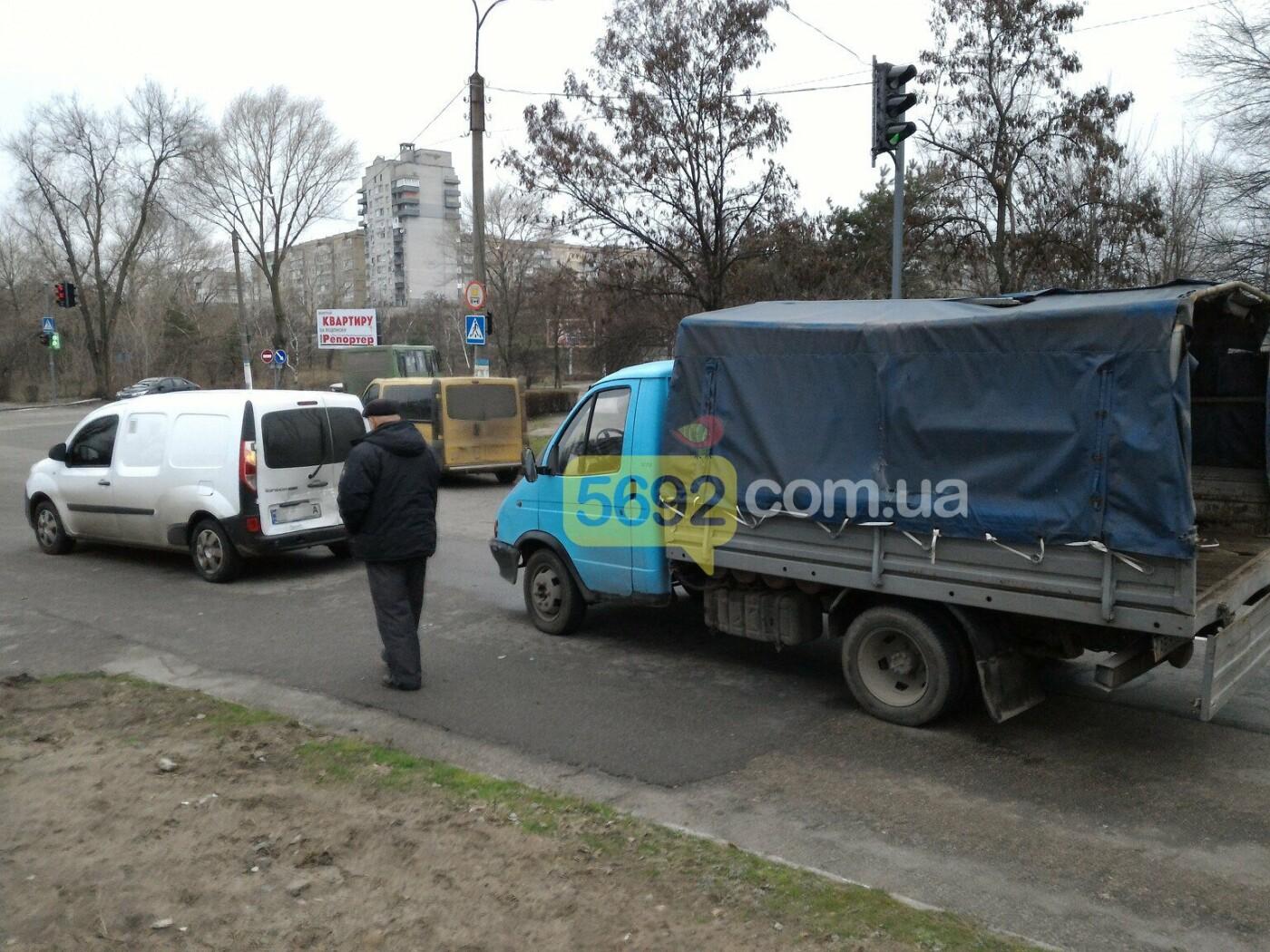 И светофор не помог: на Куриловском перекрестке в Каменском произошло ДТП, фото-3