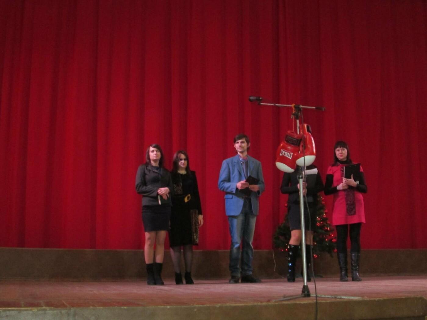 Стихи вместо бокса: в Каменском состоялся литературный ринг, фото-1
