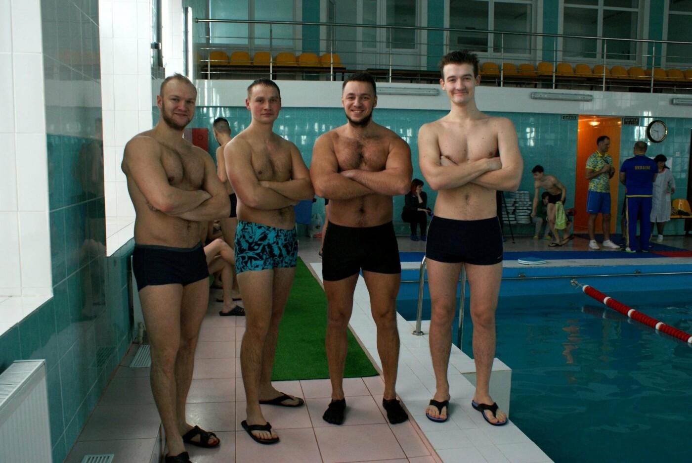 Воскресный workout: мэр Каменского тренировался в школьном бассейне, фото-3