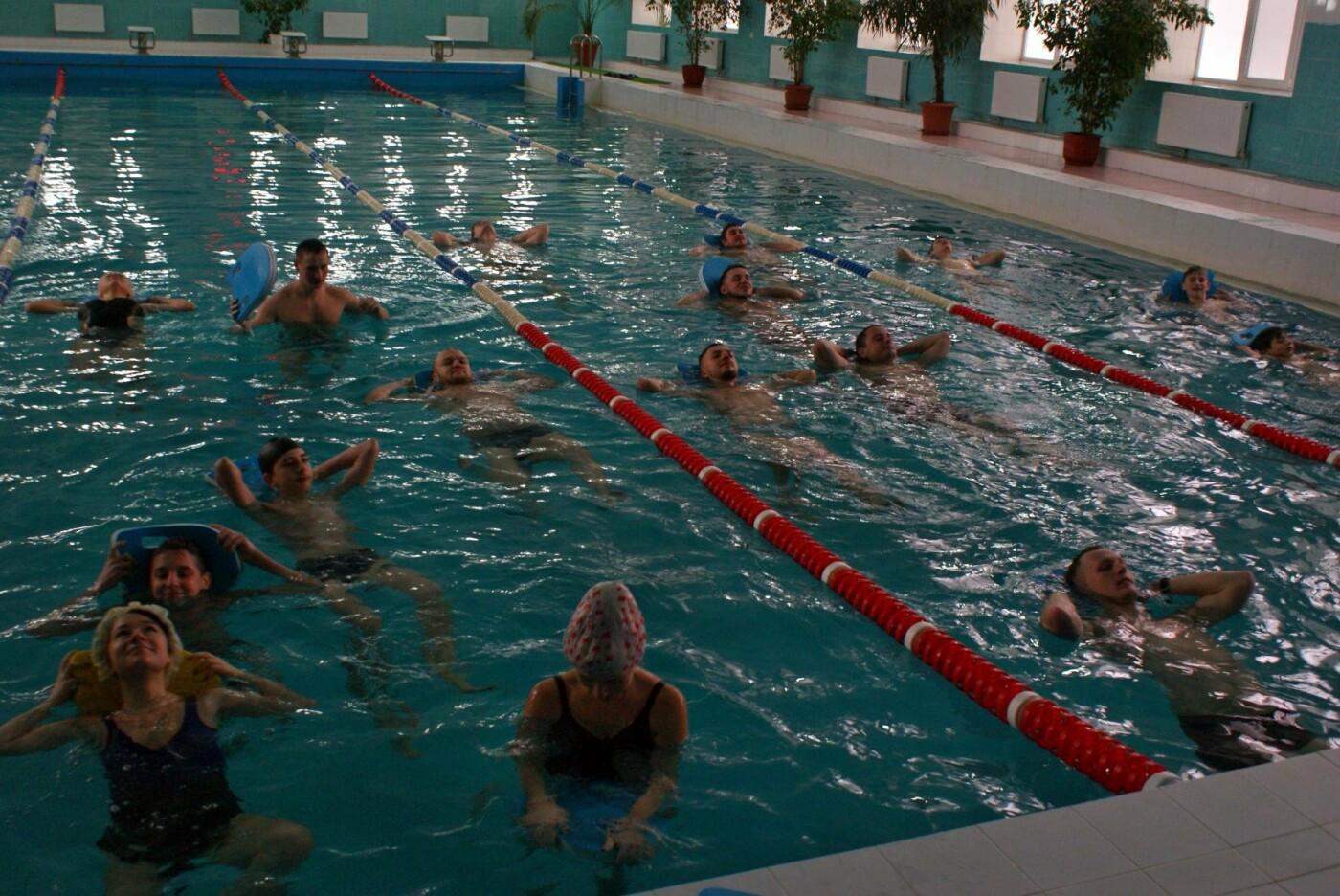 Воскресный workout: мэр Каменского тренировался в школьном бассейне, фото-4
