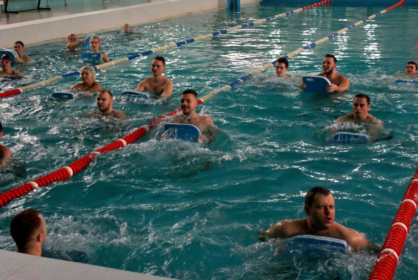 Воскресный workout: мэр Каменского тренировался в школьном бассейне, фото-6