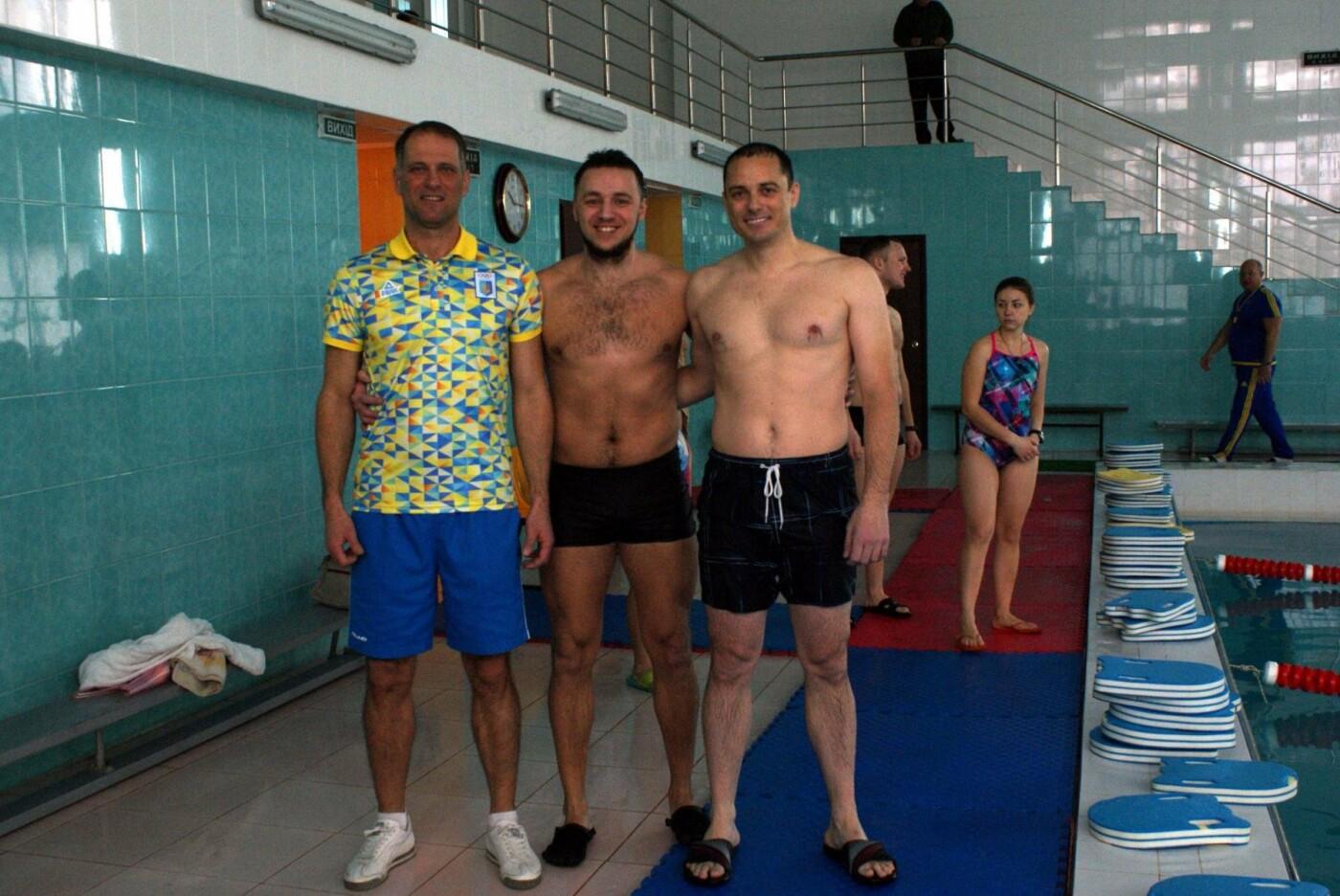 Воскресный workout: мэр Каменского тренировался в школьном бассейне, фото-5