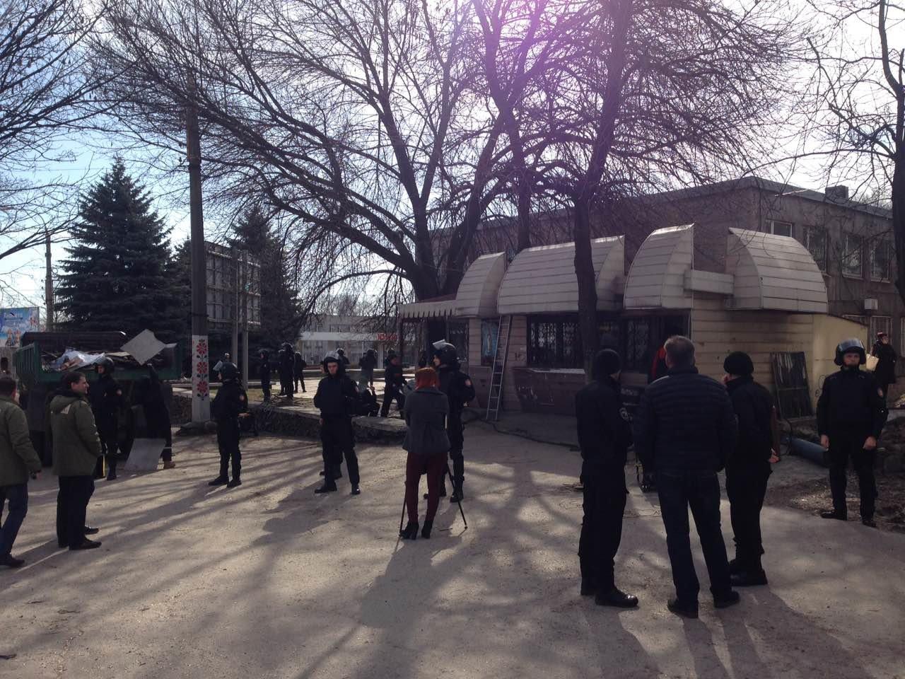 В Каменском на проспекте Аношкина демонтировали МАФ, фото-2