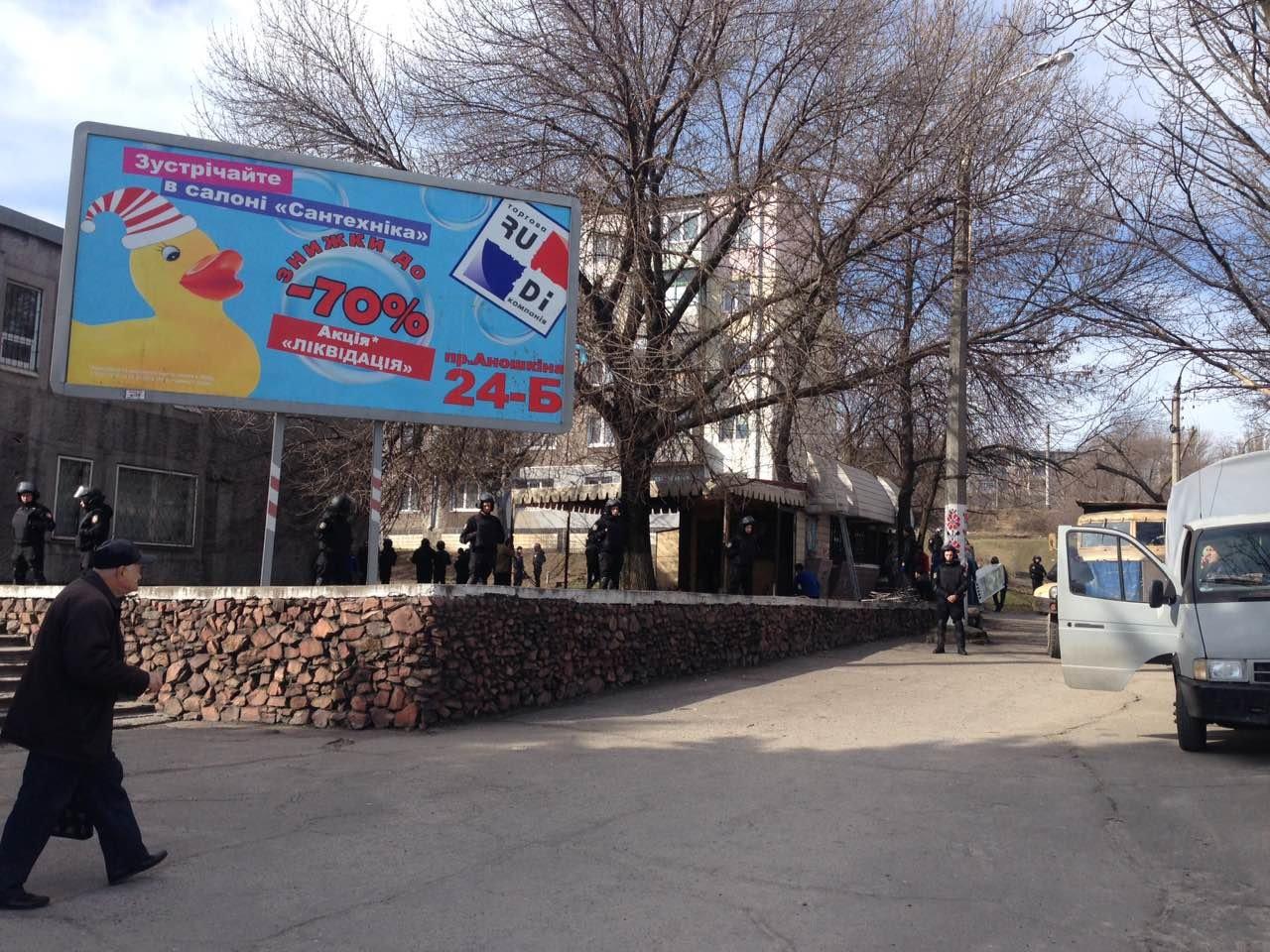 В Каменском на проспекте Аношкина демонтировали МАФ, фото-3