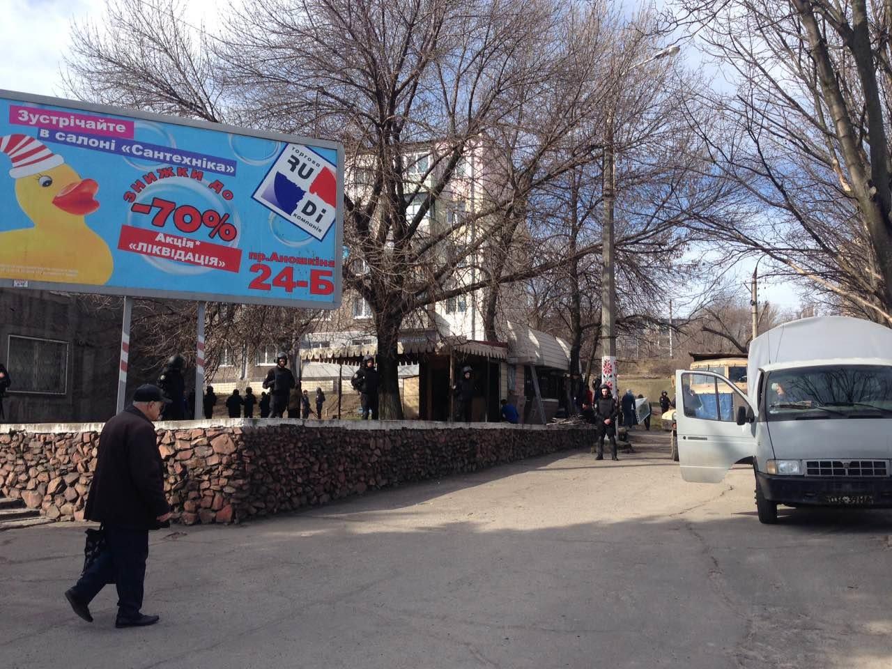 В Каменском на проспекте Аношкина демонтировали МАФ, фото-5