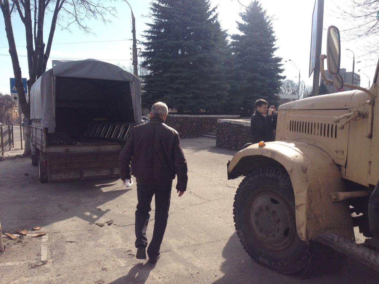 В Каменском на проспекте Аношкина демонтировали МАФ, фото-6