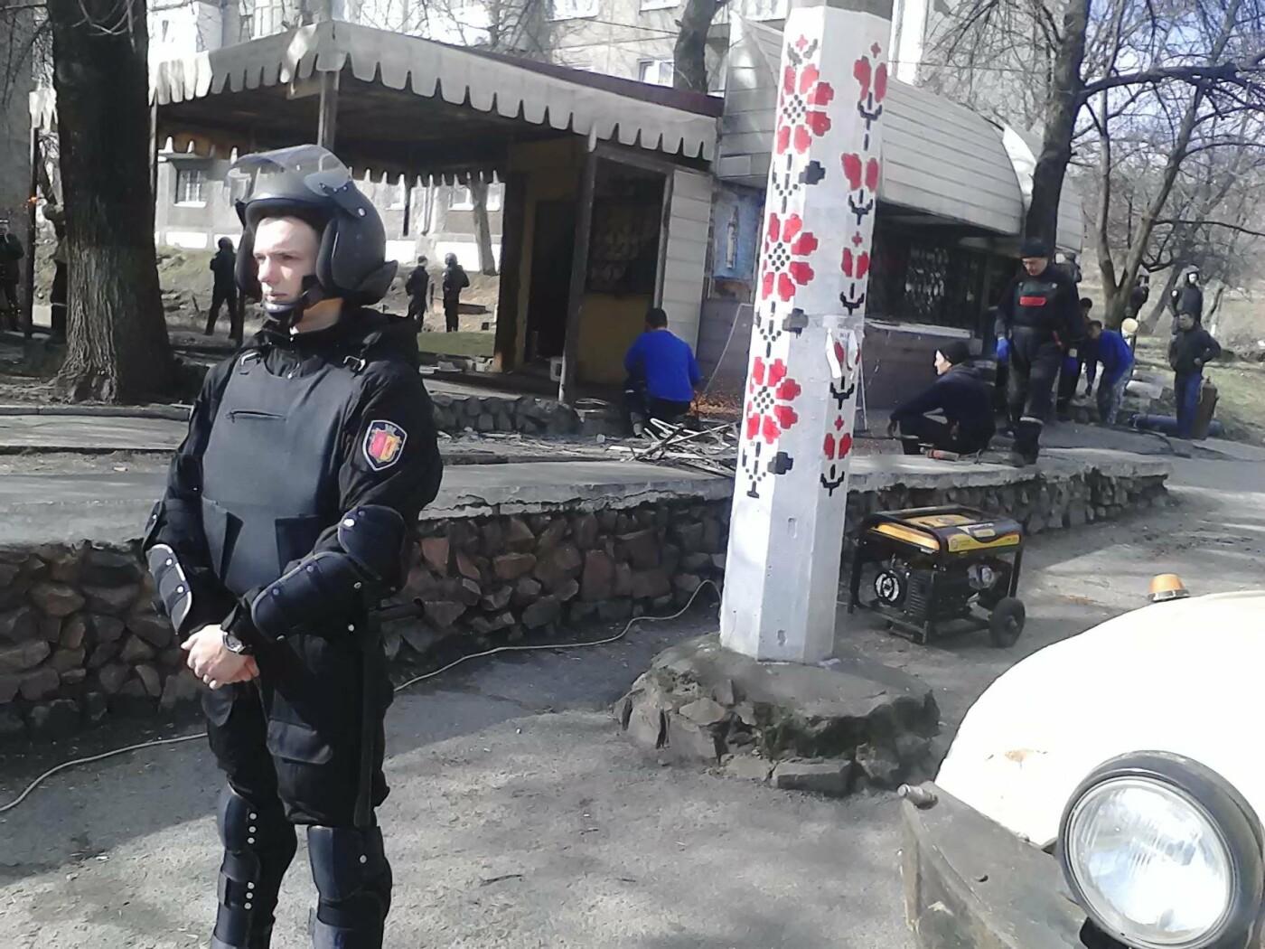 В Каменском на проспекте Аношкина демонтировали МАФ, фото-10