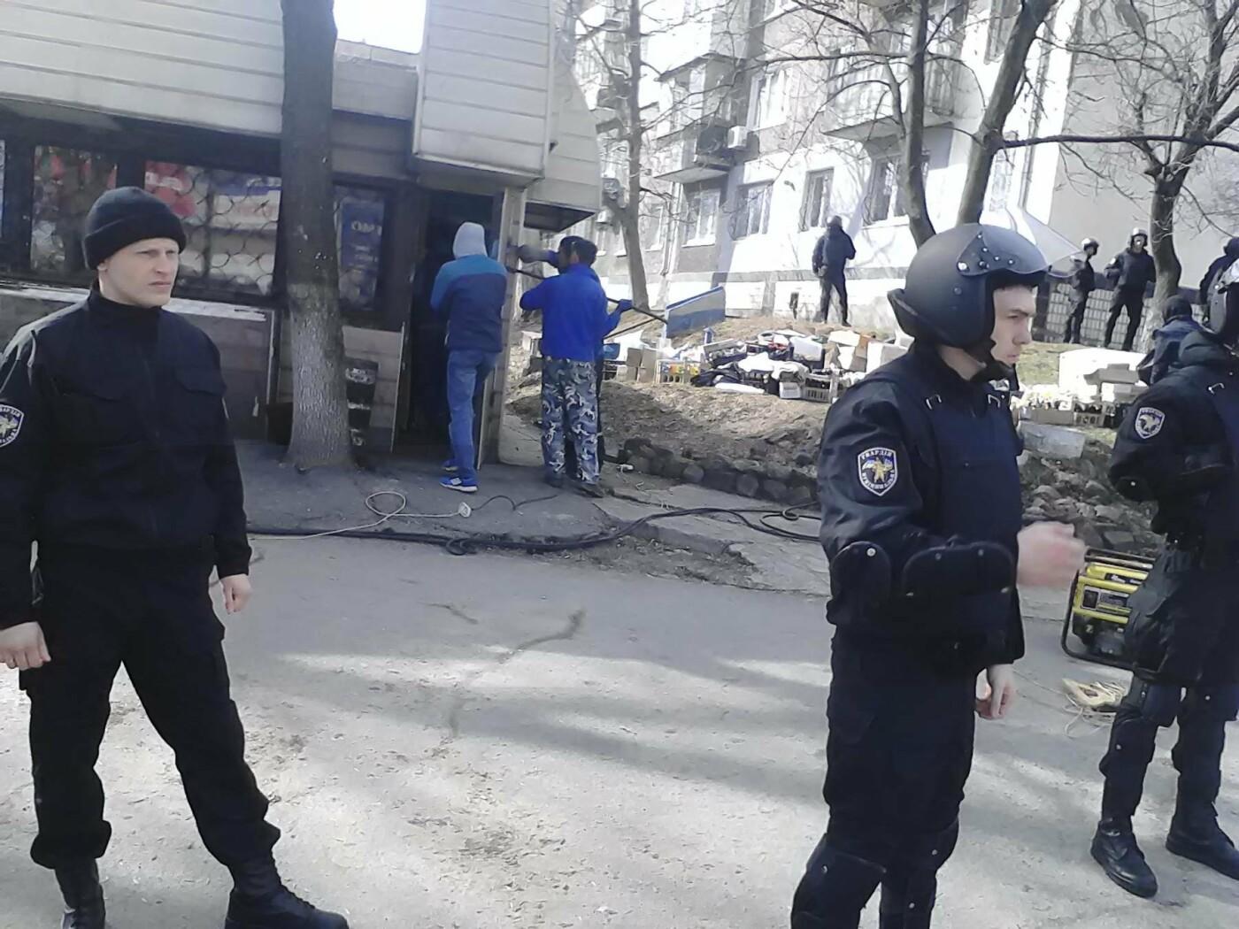 В Каменском на проспекте Аношкина демонтировали МАФ, фото-9