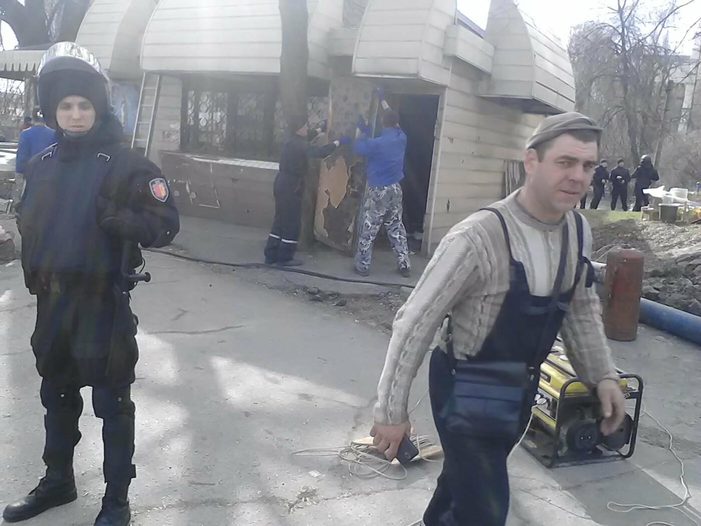 В Каменском на проспекте Аношкина демонтировали МАФ, фото-7