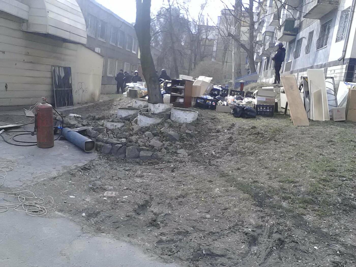 В Каменском на проспекте Аношкина демонтировали МАФ, фото-14