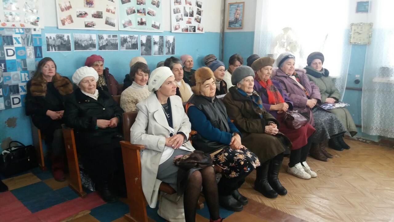Праздник приближается: пенсионеры и особенные дети получили куличи от депутатов и чиновников Южного района в Каменском, фото-3