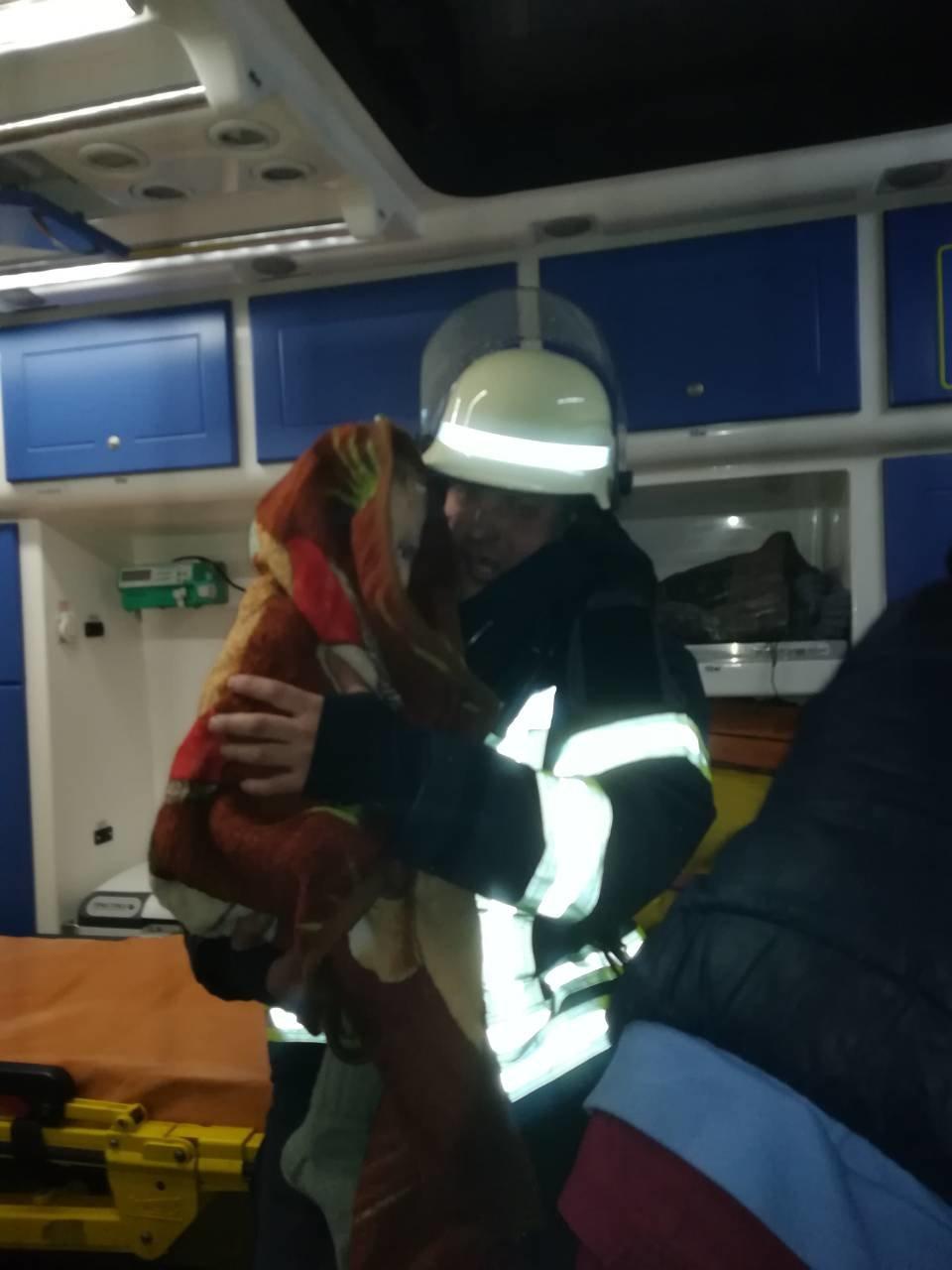 Спасатели Каменского вынесли из огня двух малышей, фото-1