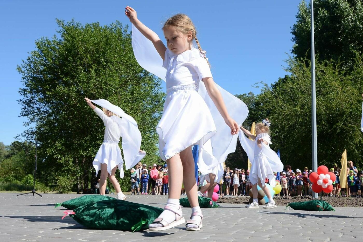 Возле «Химика» в Каменском отметили День защиты детей, фото-3
