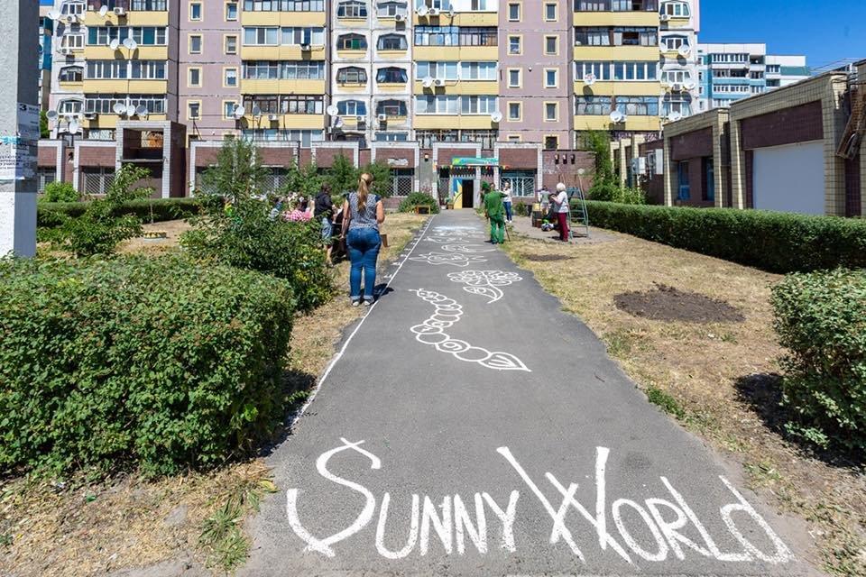 Для детей переселенцев в Каменском установили новую детскую площадку, фото-9