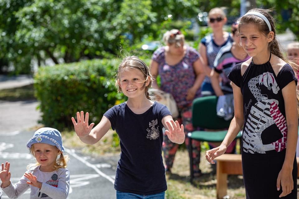Для детей переселенцев в Каменском установили новую детскую площадку, фото-4