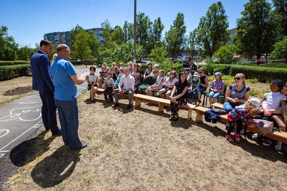 Для детей переселенцев в Каменском установили новую детскую площадку, фото-10