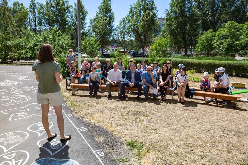 Для детей переселенцев в Каменском установили новую детскую площадку, фото-11