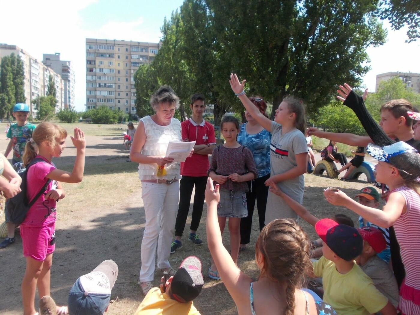 """Библиомайданчик в Каменском: воспитанники лагеря """"Веселая страна"""" совершили книжное путешествие , фото-1"""