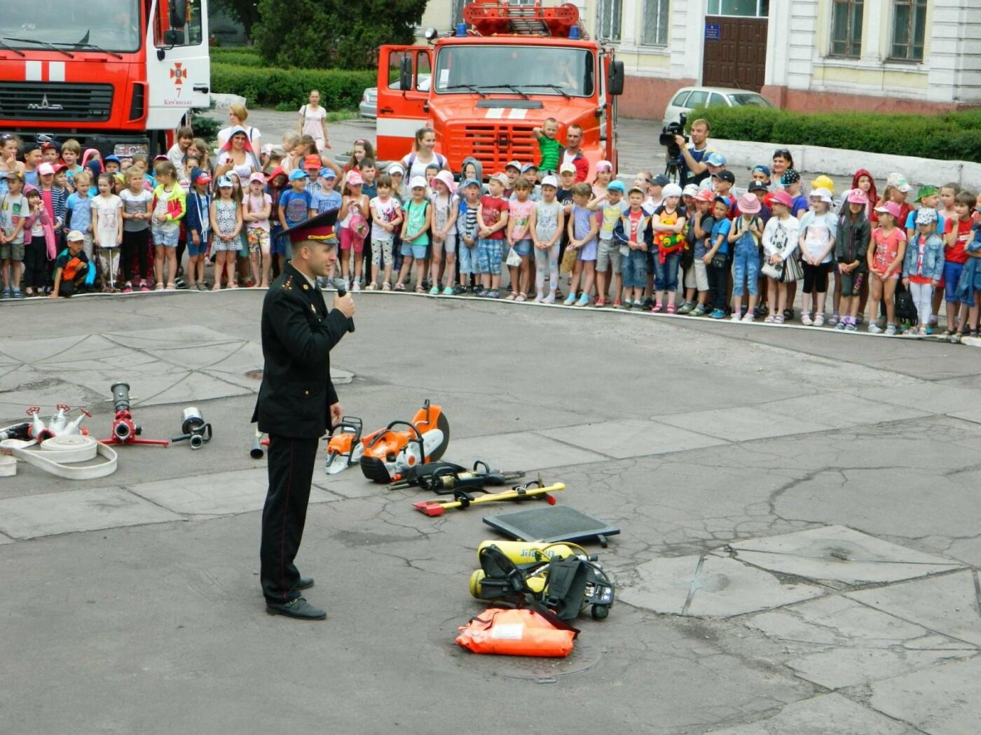 Спасатели и актеры Камеского рассказали детям об опасностях огня, фото-3