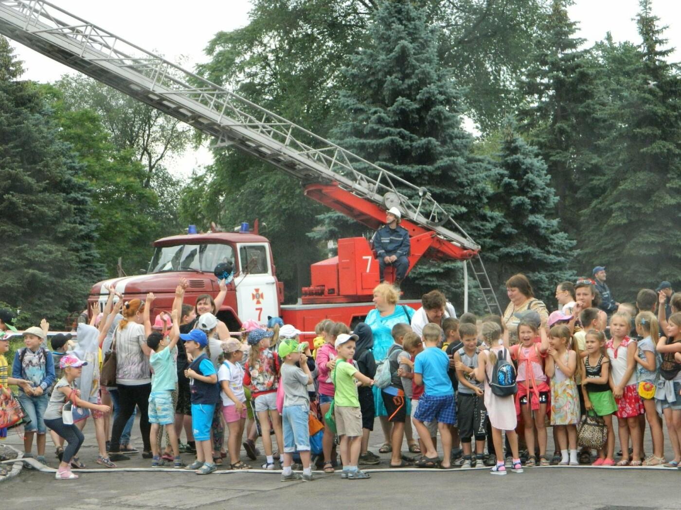 Спасатели и актеры Камеского рассказали детям об опасностях огня, фото-4