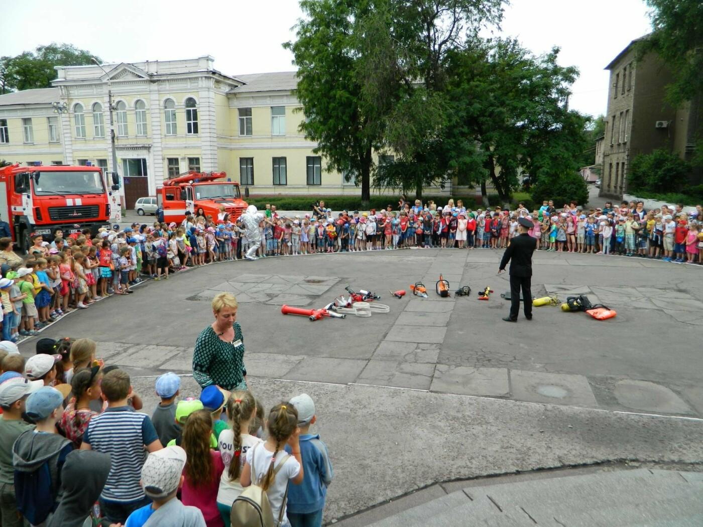 Спасатели и актеры Камеского рассказали детям об опасностях огня, фото-2