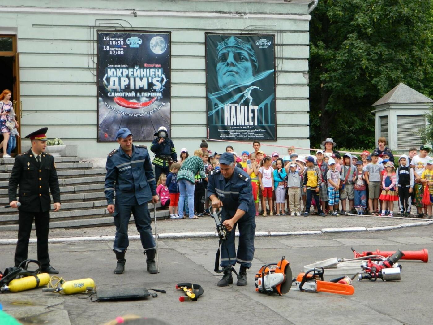 Спасатели и актеры Камеского рассказали детям об опасностях огня, фото-5