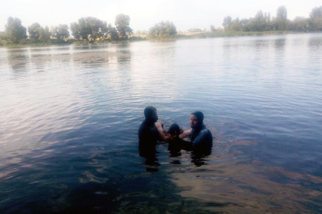 В Каменском водолазы спасли мужчину, фото-1
