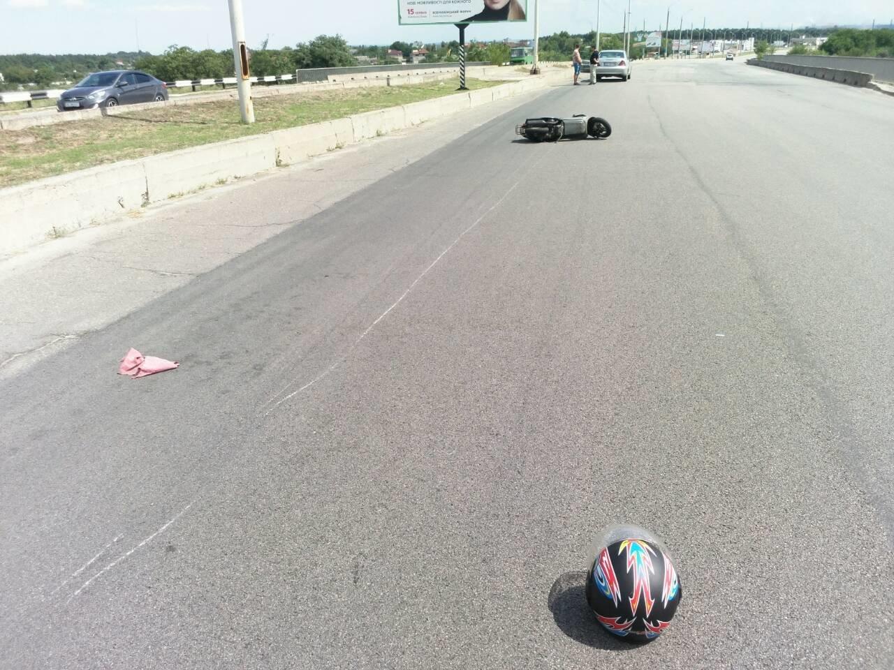 Не разминулись: в Каменском водитель Mercedes «зацепил» мопедиста , фото-7