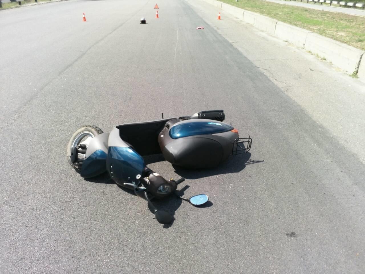 Не разминулись: в Каменском водитель Mercedes «зацепил» мопедиста , фото-5