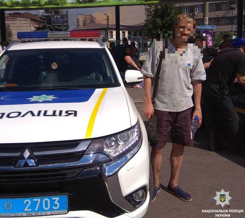 Откликнулись на зов о помощи: юноши из Каменского задержали грабителя, фото-1