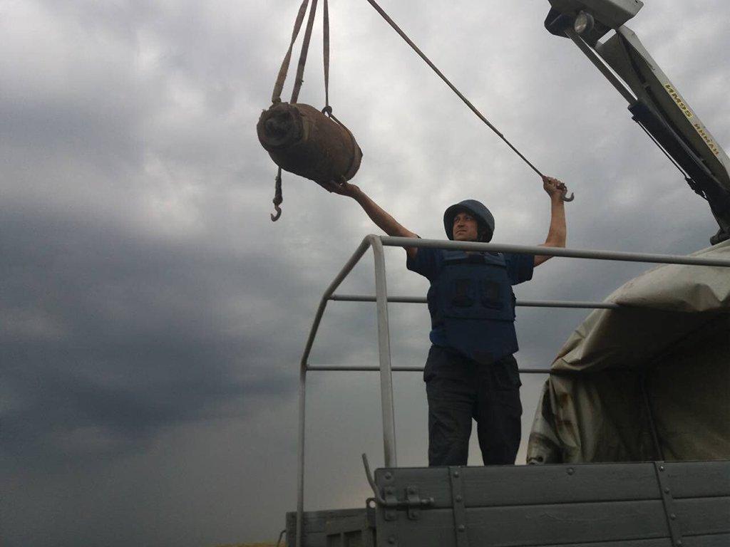 На Днепропетровщине уничтожили авиационную бомбу ФАБ-100, фото-1