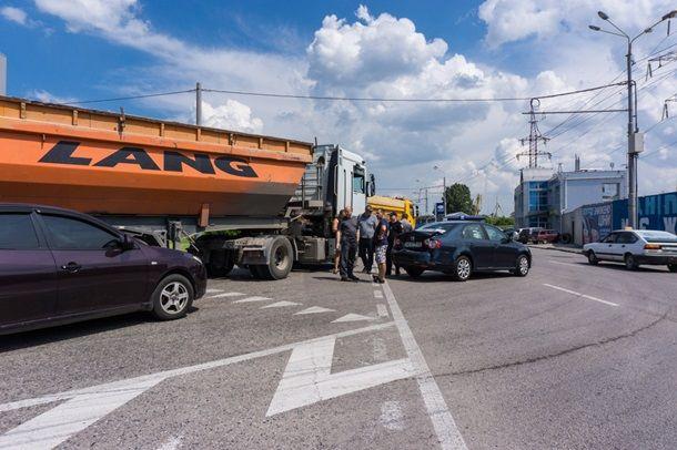 В Днепре такси с заместителем мэра протаранил водитель грузовика, фото-1