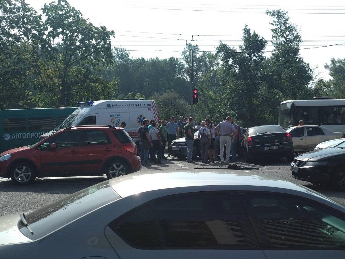 В Днепре произошло масштабное ДТП с пострадавшими, фото-4
