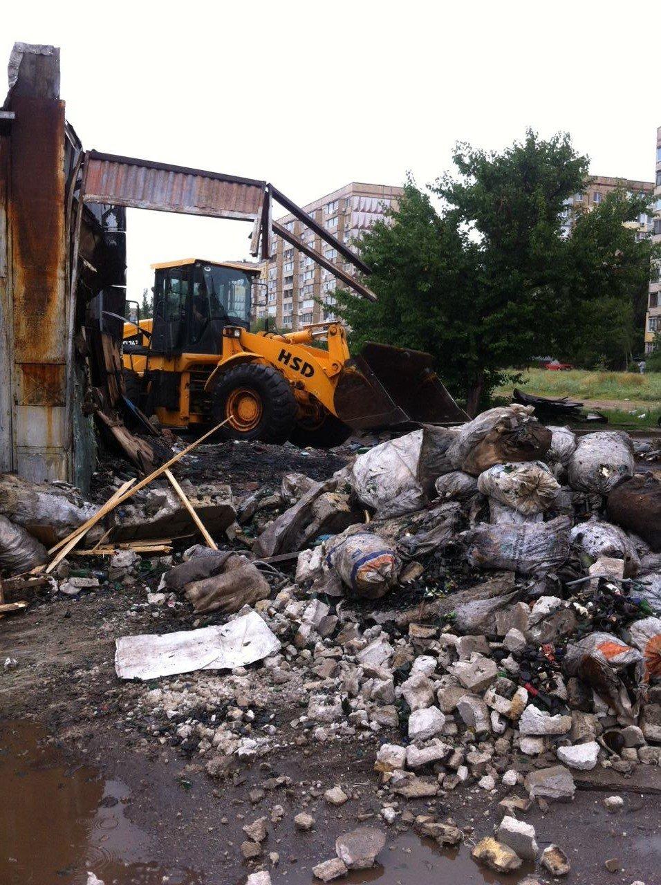 В Каменском продолжают сносить незаконные «наливайки» и «металлоприемки», фото-1