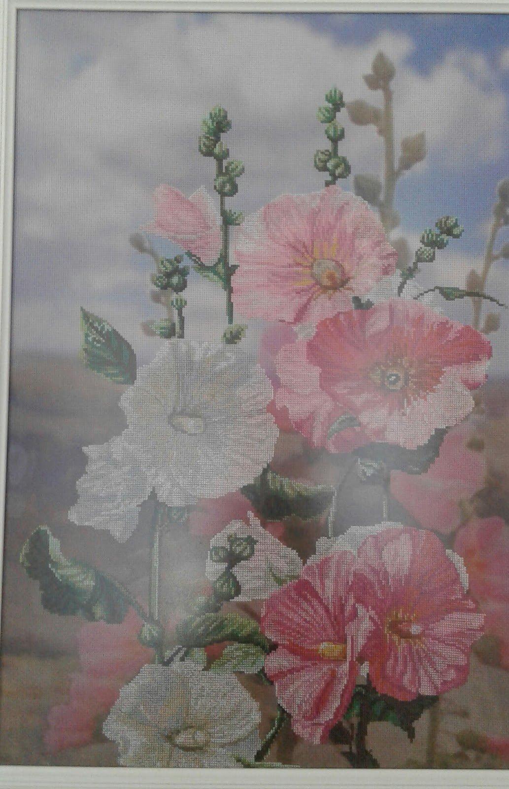 Медики Каменского представили произведения искусства из бисера и вышивки, фото-2